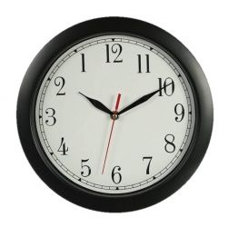 Turn back the time with this Backwards Clock! Alles gaat verkeerd bij deze wandklok! Bij de achteruitloop klok staan niet alleen de cijfers verkeerd, ook de wijzer loopt de andere kant op.  Als je nu de tijd wilt weten moet je scherp en geconcentreerd zijn.