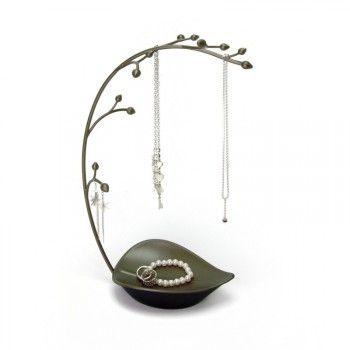 Elegancki i gustowny stojak na biżuterię Orchid marki Umbra. Produkt został wykonany z najwyższej jakości metalu w kolorze brązowym. Stojak został zaprojektowany na kształt liścia, z łodyżką pełną pęków kwiatów - to one stanowią rolę haczyków, na których można zawieszać biżuterię.
