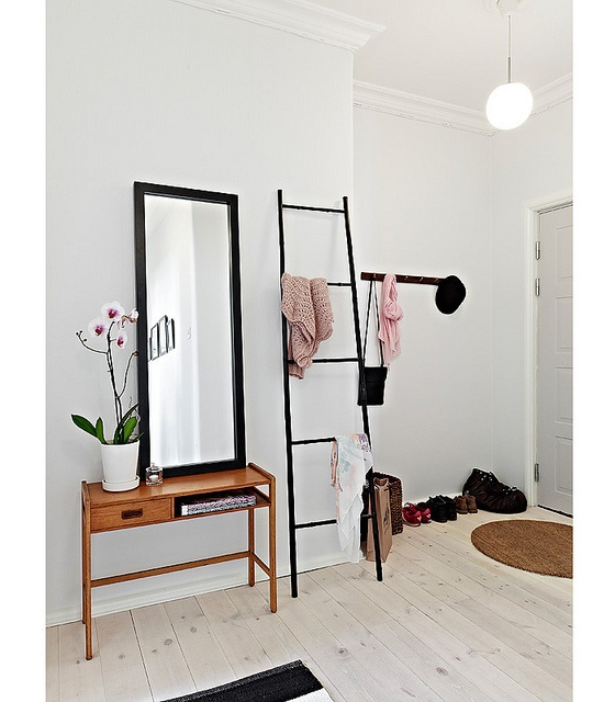 92 best images about ladder decor on pinterest chair for Bathroom decor ladder