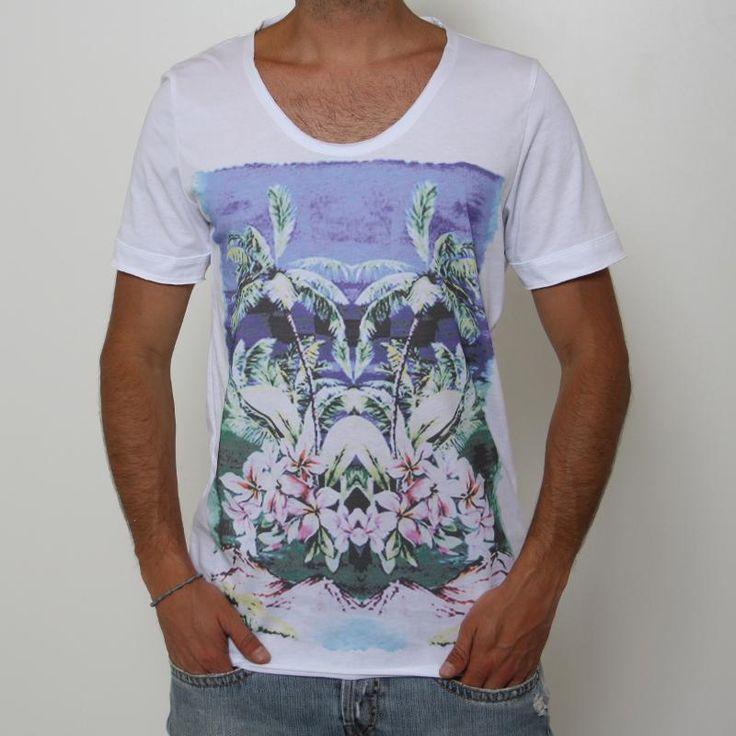 T-shirt Imperial - MVU3JCLD - Digit. Palme  T-shirt Imperial, manica corta, ampio girocollo, stampa frontale effetto vintage raffigurante palme e fiori, vestibilità regular. Comp.: 100% cotone Dettagli: lavare a 30°.
