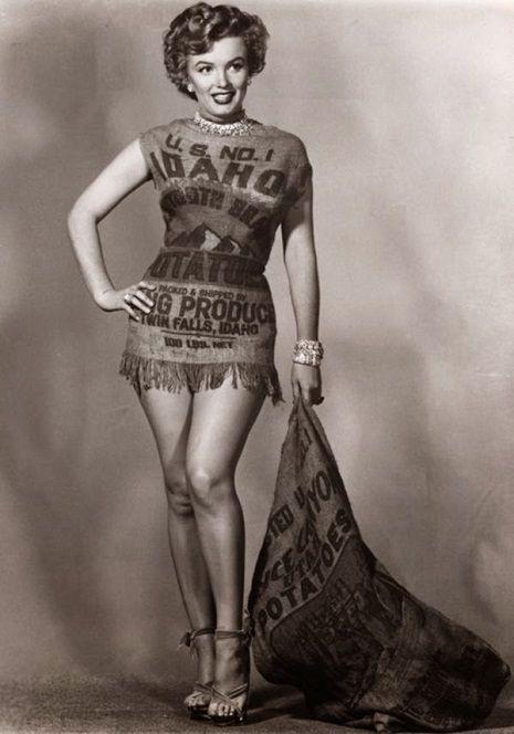 Marilyn Monroe in a potato sack | No cualquiera se ve bien con un saco de papas como vestido =P