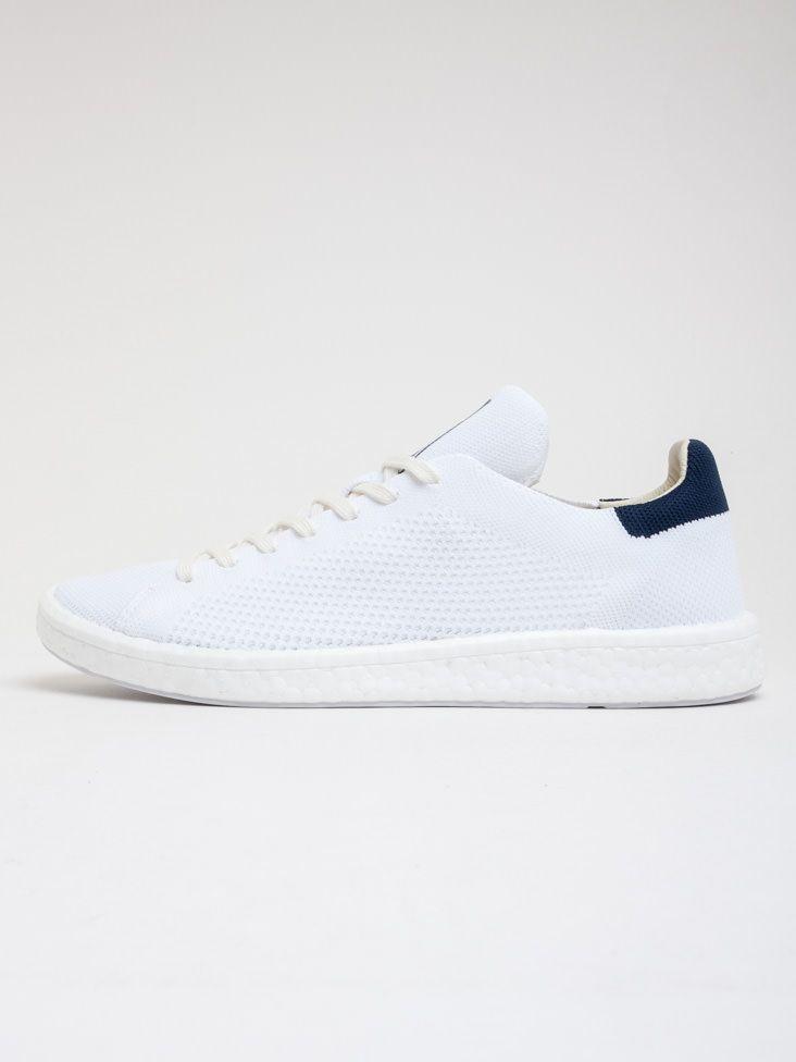 Scopri Sneakers basse Stan Smith Boost Adidas Originals. Approfitta delle  migliori offerte Streetwear e Sneakers