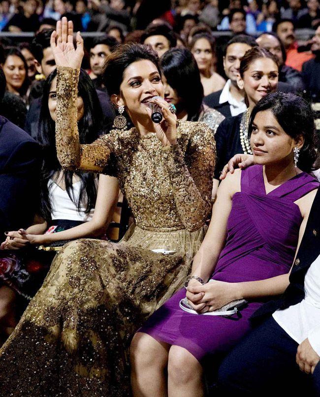 Deepika Padukone speaks to the audiences at #IIFA Awards 2014. #Style #Bollywood #Fashion #Beauty