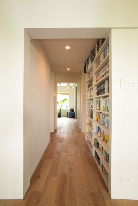 廊下に本棚