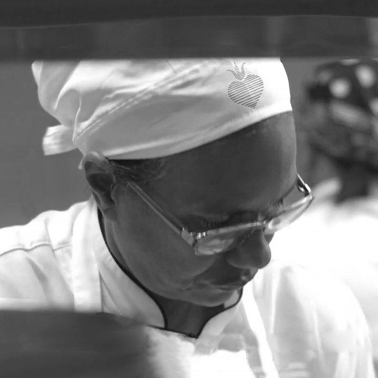 Maxíma, la cocinera más antigua de El Santísimo, tiene el don de hacerte pecar sin remordimiento con sus auténticas recetas locales.  Maxima is the oldest cook of El Santísimo. She has the gift of making you sin with no remorse through her authentic local recipes
