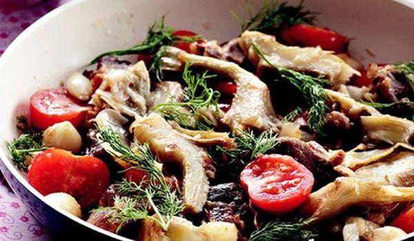 Enginar daha çok Akdeniz'de yetişen ve sağlık açısından birçok faydası olan bir sebzedir, çok iyi miktarda C ve K vitamini içerir. Düzenli olarak tüketildiğinde bünyenin ihtiyaç duyduğu magnezyum, çinko, demir, potasyumu sağlar. Bunun yanında bünyenin lif ihtiyacını ciddi anlamda giderir, ka