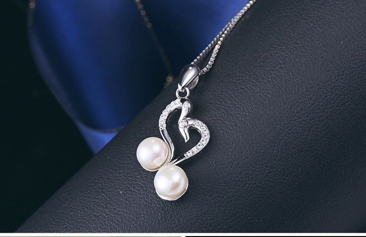 Are you a fan of pearls ? Well this Carris swans in love fresh water pearl pendant is just for you! Order yours today! 🌊