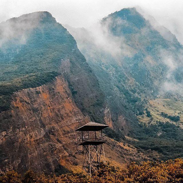 No mountain are easy to climb no men are strong enough to conquer it. . . Regram dan caption dari @fabianresa,terima kasih telah menandai kita,keep Discover Garut Preanger Paradise.  Jangan lupa untuk menjaga kebersihan ketika kamu datang ke tempat ini, Be a #ResponsibleTraveller.  Lokasi Gunung Papandayan Kabupaten Garut.  Informasi lebih lengkap seputar pariwisata garut silahkan kunjungi www.jelajahgarut.com  #JelajahGarut #ExploreGarut #WisataGRT #Garut #Papandayan #Mountaineering…