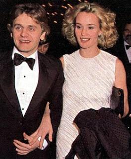 """Mikhail Baryshnikov and Jessica Lange.  Entre 1976 et 1982, Jessica a une relation avec le danseur de ballet Russe Mikhail Baryshnikov, avec qui elle a son premier enfant, Aleksandra """"Shura"""" Baryshnikov, née en 1981. Pendant cette période, elle sort également avec Bob Fosse.En 1982, elle entame une relation avec le dramaturge Sam Shepard. Ils ont deux enfants : Hannah Jane (née en 1985) et Samuel Walker (né en 1987)."""
