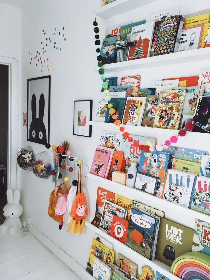 Amazing kids room. Eames hang it all. MiniWilla poster.
