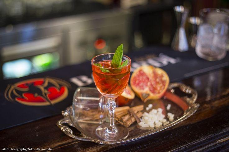 Ο bartender Γιώργος Μεγαλοκονόμος μας συστήνει το cocktail με το οποίο συμμετέχει στον μεγάλο διαγωνισμό της Bacardi.