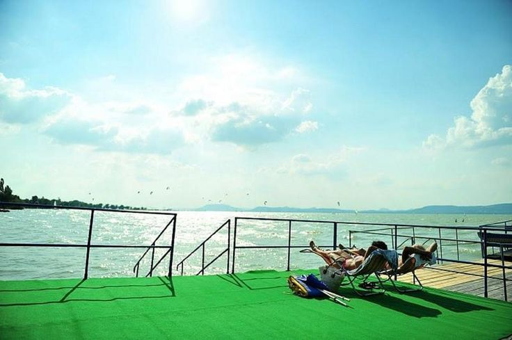 A Balatonlelle legközelebbi strandjától 150 méterre található Hotel Francoise teraszos, helyszíni éttermet kínál.