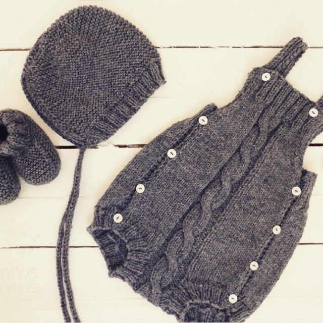 All sizes   A special order for a baby boy: cable romper + hat + booties #pontinhosmeus #knittersofinstagram #knitting #babyrumper #babyromper #babyknitting #instababy   Flickr - Photo Sharing!