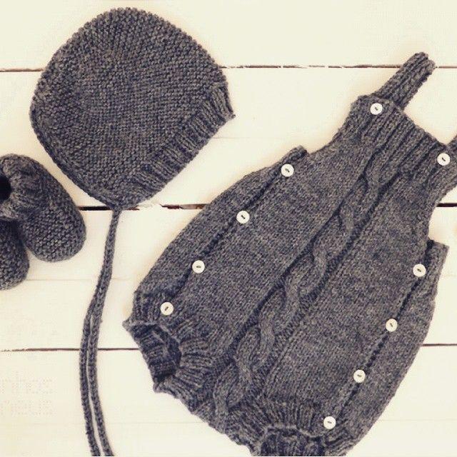 Más tamaños | A special order for a baby boy: cable romper + hat + booties #pontinhosmeus #knittersofinstagram #knitting #babyrumper #babyromper #babyknitting #instababy | Flickr: ¡Intercambio de fotos!