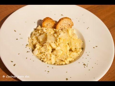 Revuelto de bacalao y patatas | Presentar en vasito de yogur con tira de piquillo encima (servir calentito)