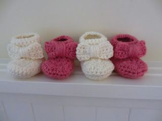 Love the bow on these cutie booties to crochet. Click through for free pattern from Jay's Boutique.