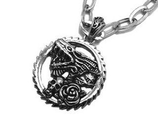 Kalung Pria Dragon Skull Necklace Titanium Stainless Steel  Type: 1 Set Pendant  Necklace Style: Unique Fashion Cool Material: stainless steel Color: Silver Stainless Size: Necklace : 45-50cm (approx)  Harga: 167000  Utk Order & Pertanyaan add:  Whatsapp / sms : 0823 1222 3338  Line / Snapchat: manekihoki  Pin : maneki  #manekihoki  #maneki_acc #ootd #musthave #perhiasan #aksesoris #fashion #aksesorispria #kalung