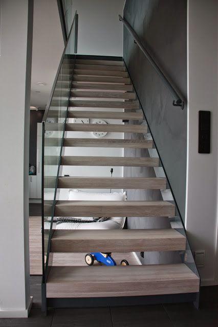 Grado Lumo -portaiden askelmat sävytettiin Meisterin lankkulaminaatin väriin.