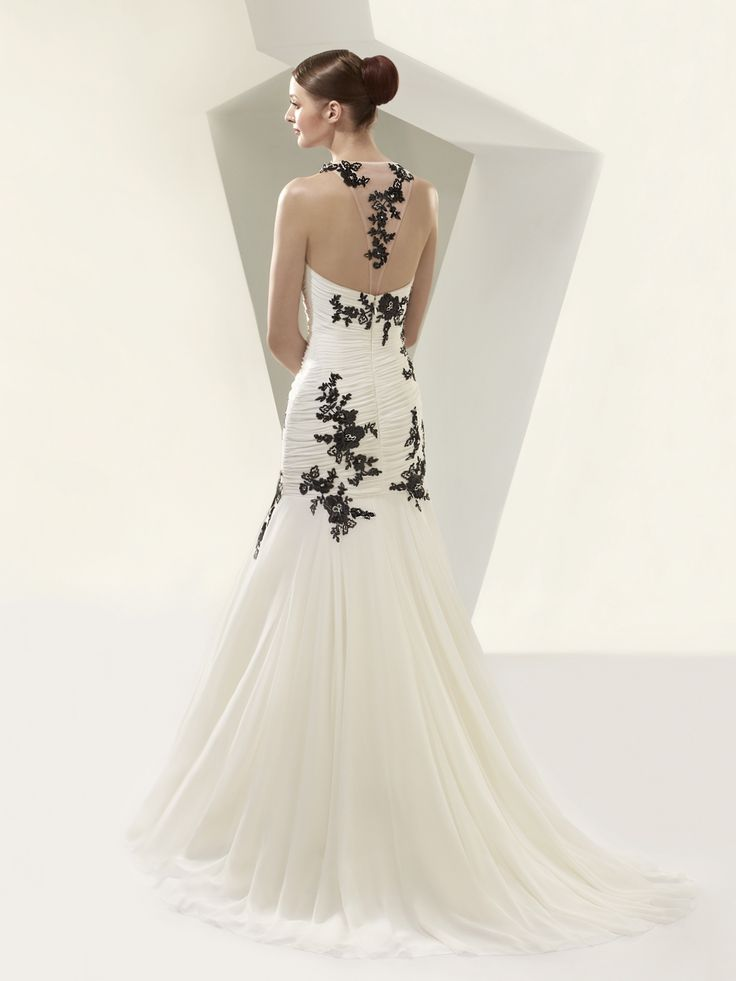 Bt14 07 beautiful collection enzoani available for Beautiful ivory wedding dresses