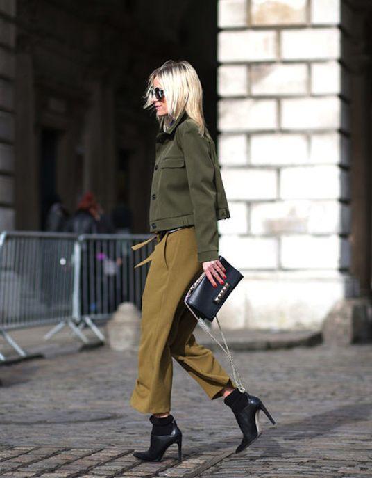 Une veste style militaire avec des talons