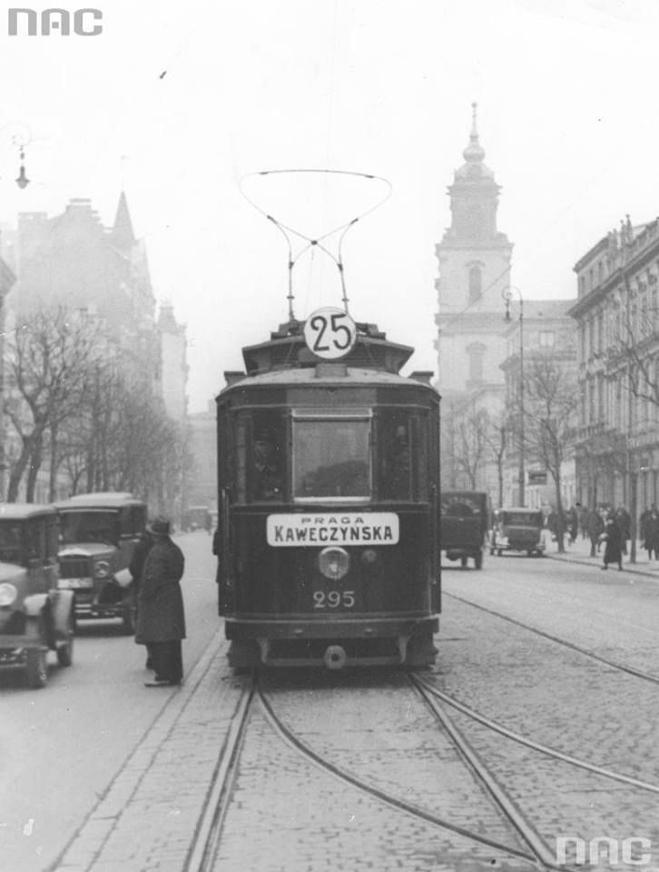 Krakowskie Przedmieście, 1931r. fot. Leon Jarumski, źr. Narodowe Archiwum Cyfrowe