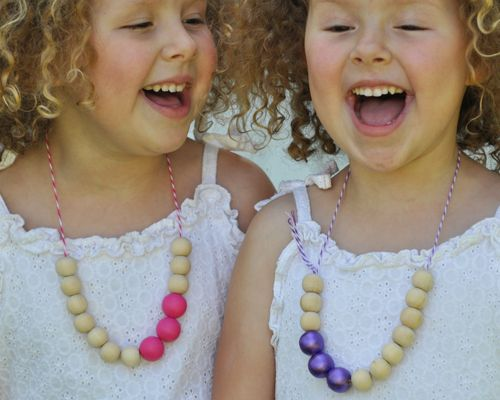 twine + wooden beads = pretty necklaces: Birthday, Beaded Necklaces, Diy'S, Wooden Bead Necklaces, Wooden Necklace, Kids Crafts, Birds, Wooden Beads