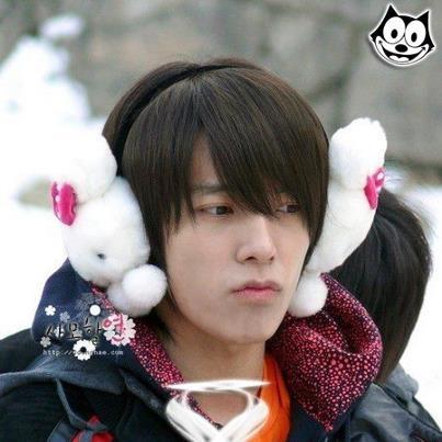 Resultado de imagen de kpop idols in earmuffs
