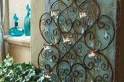 Ажурный кованый подсвечник со стеклянными подвесками станет роскошным украшением помещения