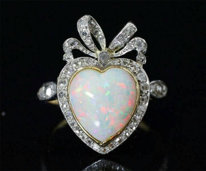 Opal engagement ring. Wooow