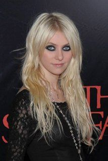 "Taylor Momsen  Born: Taylor Michel Momsen July 26, 1993 in St. Louis, Missouri, USA  Height: 5' 8"" (1.73 m)"