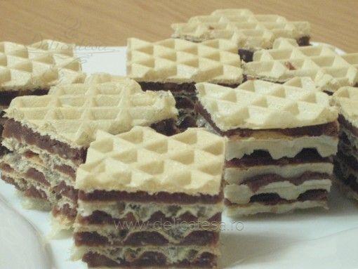 Napolitane cu cremă de biscuiţi şi nuci