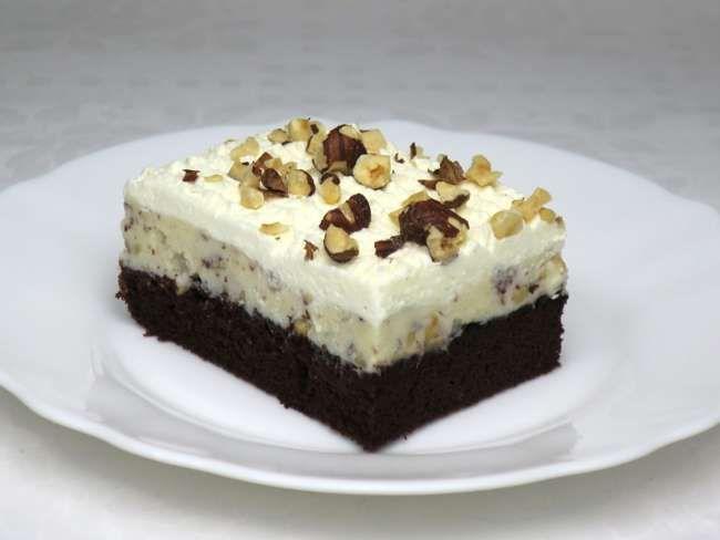 Kedvenc mogyorós szelet. Nagymamáink is ismerték ezt a finom krémes süteményt, amelyet mi sem tudunk megunni.