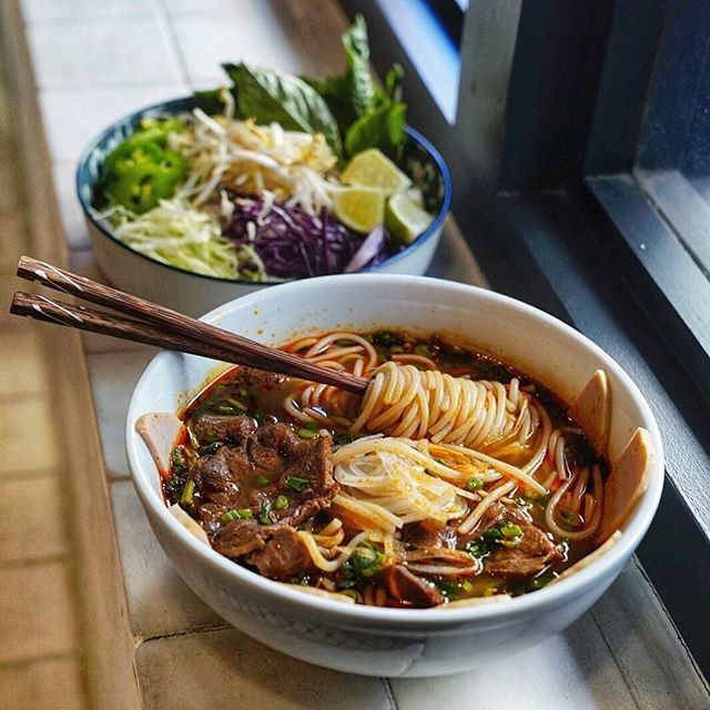 Try dipping tender pork cutlets from your bun bo hue in our #greensriracha sauce!  Adds just the perfect heat with a great garlic kick! Check our bio to grab your #srirachagranada today! . Courtesy of @stuffbeneats  Bun Bo Hue - Spicy lemongrass broth served with vermicelli noodles brisket and Vietnamese pork roll.  . . #srirachaoneverything #srirachalover #srirachasauce #spicysauce  #eathealthybehealthy #hotsauceoneverything #hotsauces #healthysauce #spicysweet #sweetheat #spicylife…