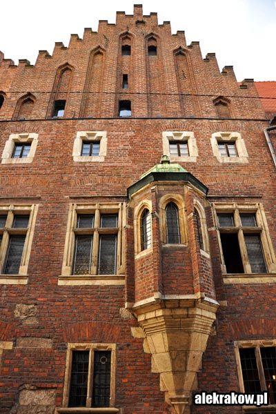 Uniwersytet-Jagiellonski-w-Krakowie-01.jpg (400×600)