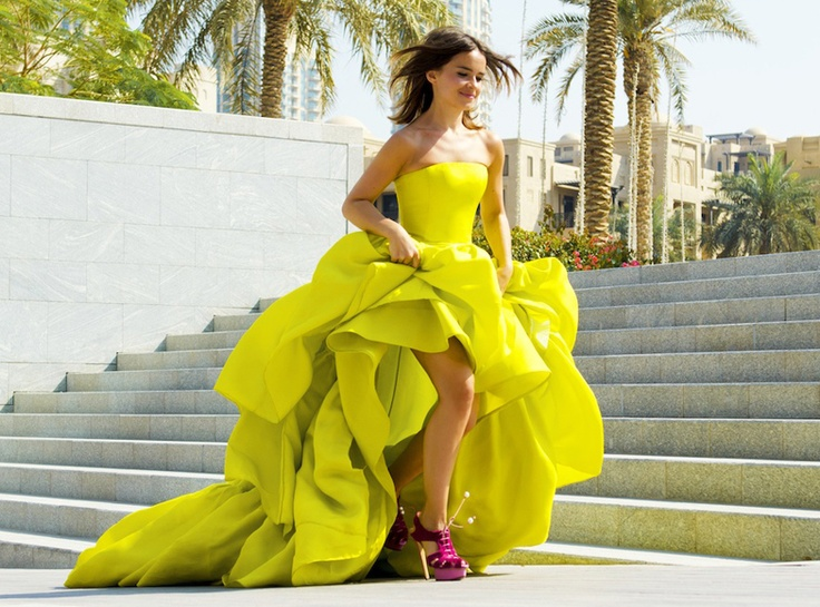 Cool combination yellow dress and purple shoes