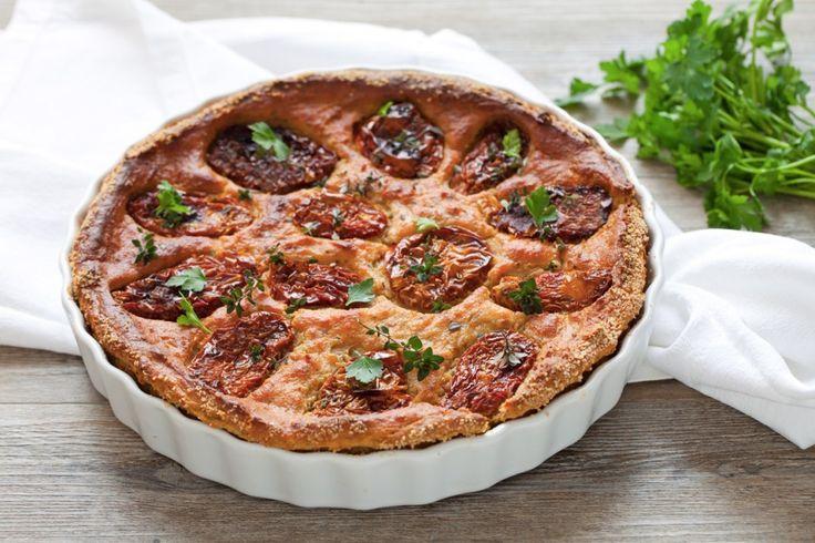 La torta di pane salata è una ricetta facile per riutilizzare il pane raffermo e portare in tavola un antipasto appetitoso!