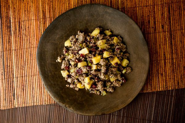 Spiced apple-sausage stuffing with cranberries and brandy (Photo: Andrew Scrivani for The New York Times)