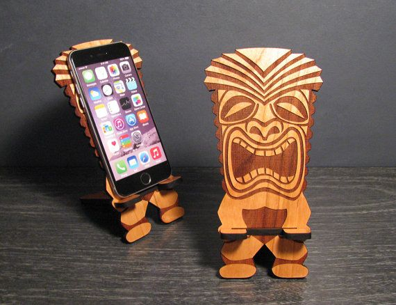 Tiki Bar Decor - Retro Tiki Statue en forme de téléphone portable Stand iPhone Dock - Universal, iPhone 6, iPhone Plus, iPhone 5, Samsung Galaxy S5 S4