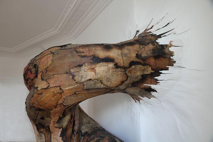 Artista: Henrique Oliveira  Fogo Morto | 2012 | madeira compensada queimada | detalhe