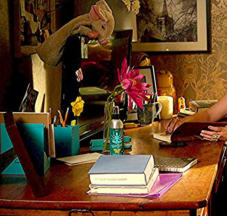 1000+ Ideas About Aria Montgomery Room On Pinterest