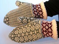 DIY Vintage Style Mittens - FREE Knit Pattern