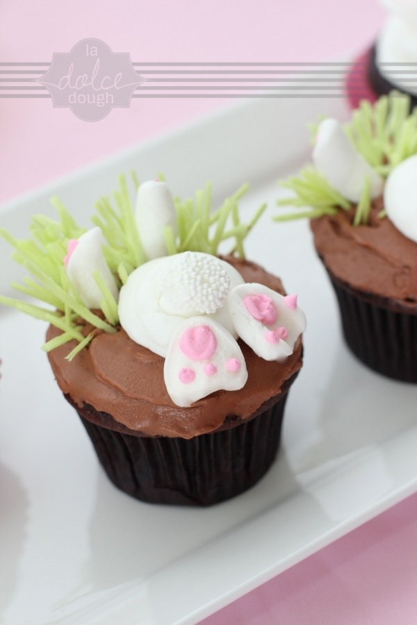 bunny cupcakes... @Sheryl Salisbury Salisbury Salisbury Salisbury Salisbury Salisbury Frederick... maybe this Easter we can make these bunny cupcakes since our bunny cakes last year were such a big hit!! :)