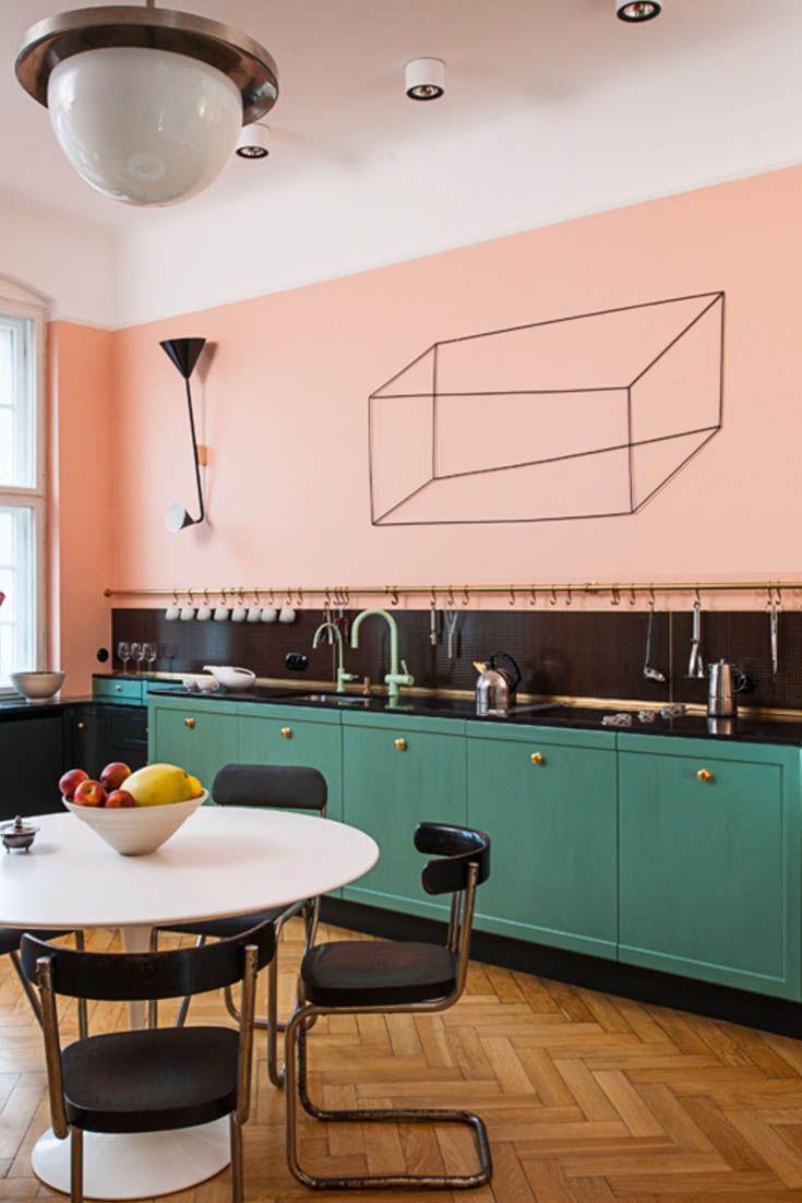 Küche Mit Bauhaus Möbeln Einrichten, Stahlrohr Freischwinger, Wandfarben    Farbkombination: Rosa, Schwarze Fliesen, Türkis Und Goldene Gru2026 | Interior  ...