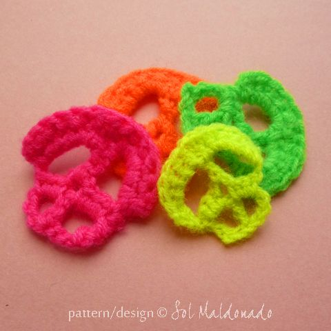 FREE Pattern Halloween Skull Crochet Applique