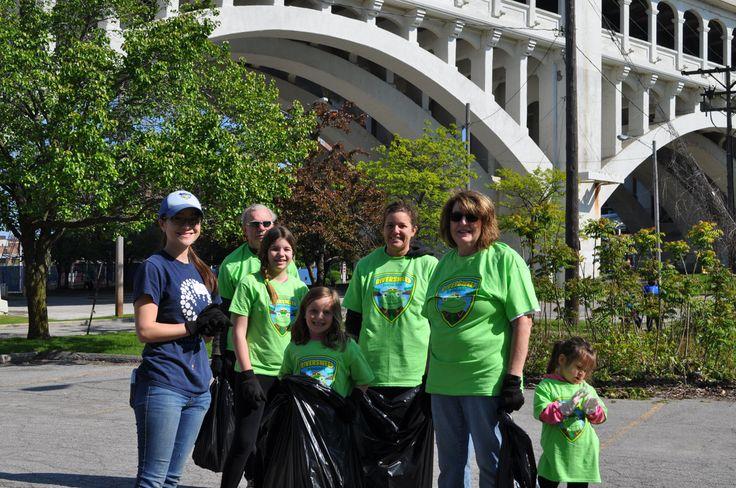 Volunteers at RiverSweep