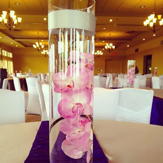 Stunning tall centrepiece idea | Moncton Wedding | Unico Decor