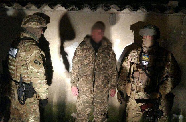 СБУ: Военный из Одессы хотел купить пулеметы и винторезы из РФ http://news.liga.net/news/politics/14696376-sbu_voennyy_iz_odessy_khotel_kupit_pulemety_i_vintorezy_iz_rf.htm  Задержанный вчера военнослужащий-контрактник ВМС ВСУ собирался передать в Киев для терактов на Майдане не только АК и СВД, но и оружие спецназа России