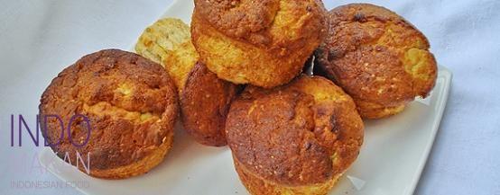 Bolu Pisang - Airy banana cupcakes