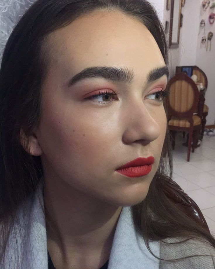 Maquillaje monocromático que realice para shooting // #makeup #makeupbyme #makeupartist #myartistcommunitymx #myartistcommunity #naturalmakeup #bareskin #soft #orange #perfectlips #orangelips #bigbrows #strongbrows #highlight #lashes //  ORANGE! @maccosmetics