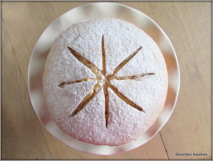 Kennen jullie nog allemaal die sneeuwster van Maitre Paul? Met dit recept maak je de taart gewoon lekker na, en hé, zelfgemaakt is altijd lekkerder!